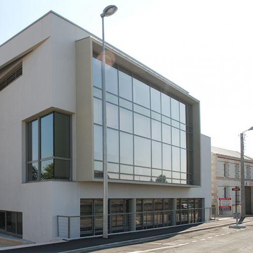 facciata continua semistrutturale / in alluminio e vetro / con isolamento integrato / ad alta resistenza