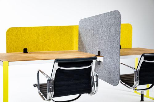 divisorio per ufficio su scrivania