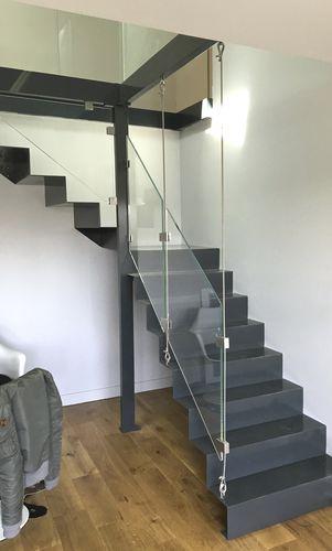 scala a L / con struttura in acciaio / con gradini in metallo / con alzata