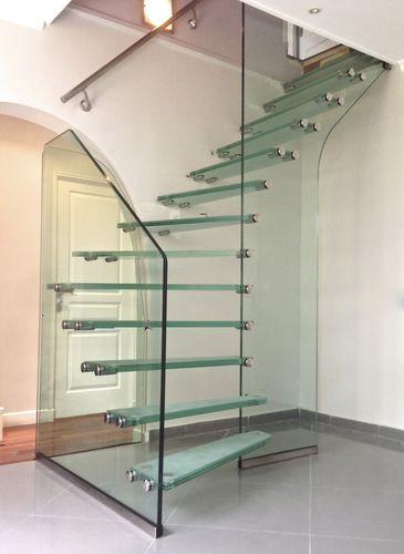 scala a L / con struttura in vetro / con gradini in vetro / senza alzata