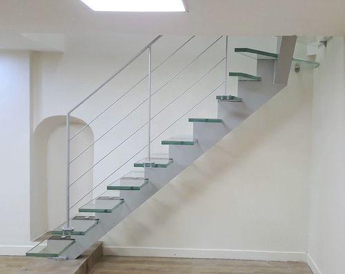 scala a L / con struttura in acciaio / con gradini in vetro / senza alzata