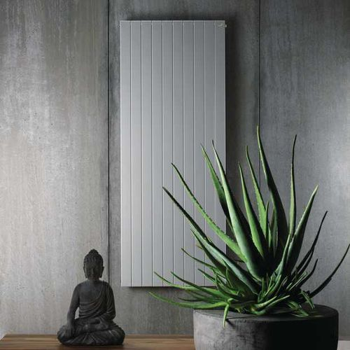 radiatore ad acqua calda / in acciaio / moderno / da parete