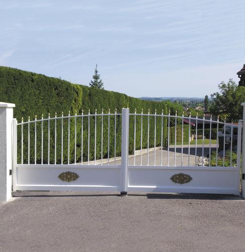 cancello battente / in alluminio / a sbarre / a pannello