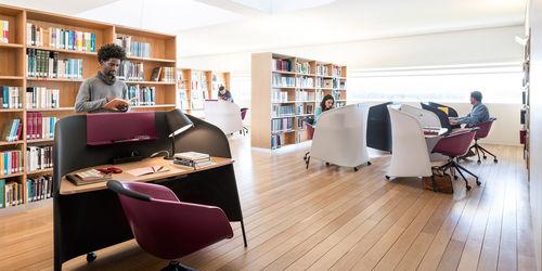 scrivania per open space / in legno / design originale / contract
