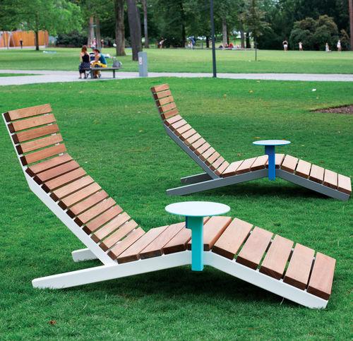 lettino prendisole moderno / in legno massiccio / per spazio pubblico