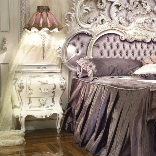 comodino in stile / in legno massiccio / rettangolare / per hotel