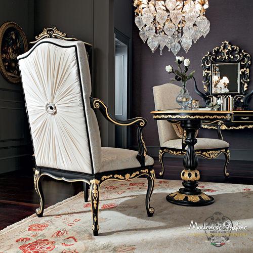 sedia in stile / imbottita / con braccioli / in legno massiccio