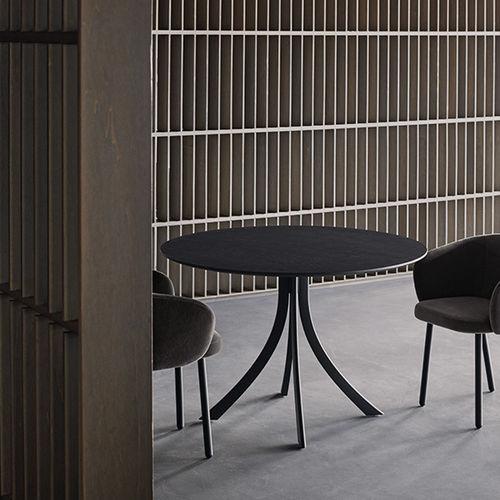 tavolo moderno / in legno massiccio / in alluminio / con supporto in alluminio