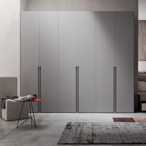 armadio moderno / in legno laccato / in quercia / con ante battenti