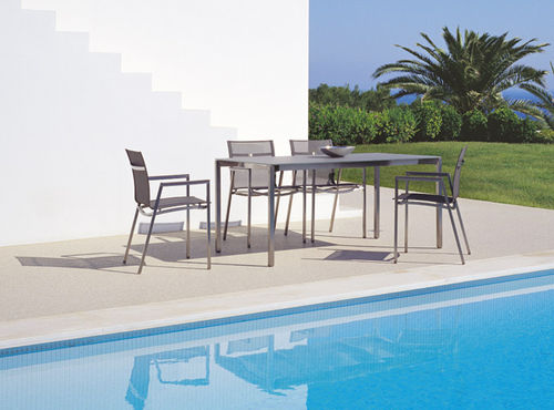 sedia moderna / impilabile / con braccioli / in acciaio