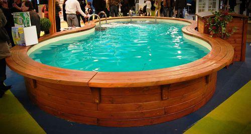bordo di piscina in legno