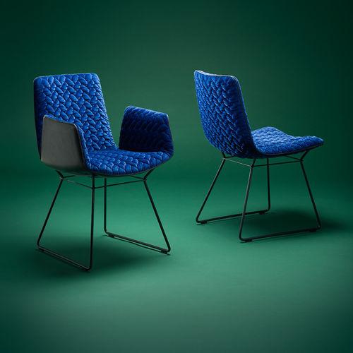 sedia moderna / imbottita / con braccioli / a slitta