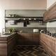 cucina moderna / in legno massiccio / in legno laccato / in noce
