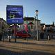 cartello pubblicitario elettronico / con piedi alti / da esterno / LED