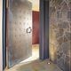canaletta in metallo / a fessura centrale / per porta / di protezione
