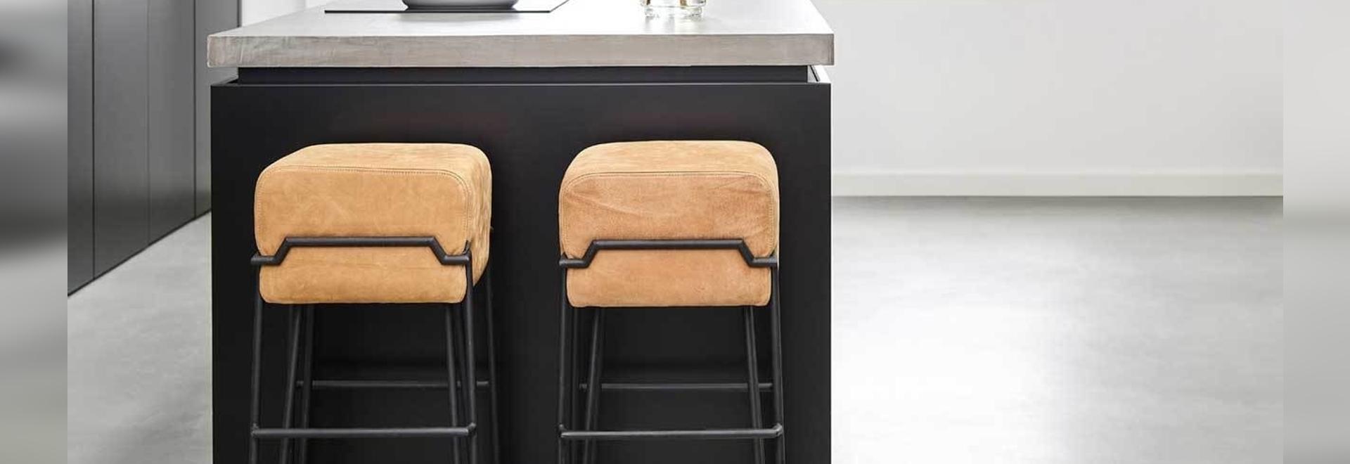 6 sgabelli da bar moderni che attireranno la tua famiglia lontano dalla TV per la cena