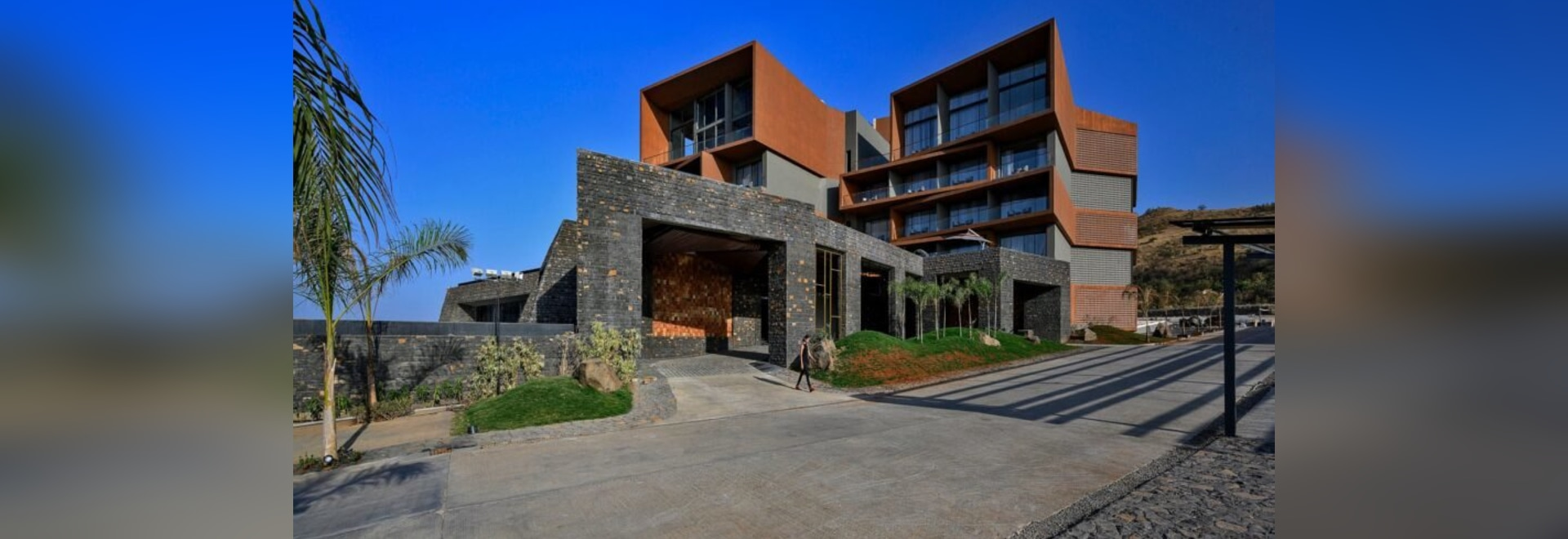 Apertura di un hotel a energia solare nella regione vinicola indiana
