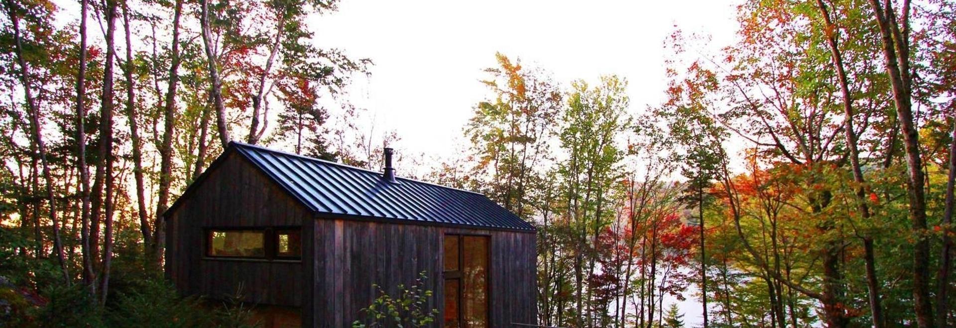 Cabina sul lago remoto / Officina Stonorov