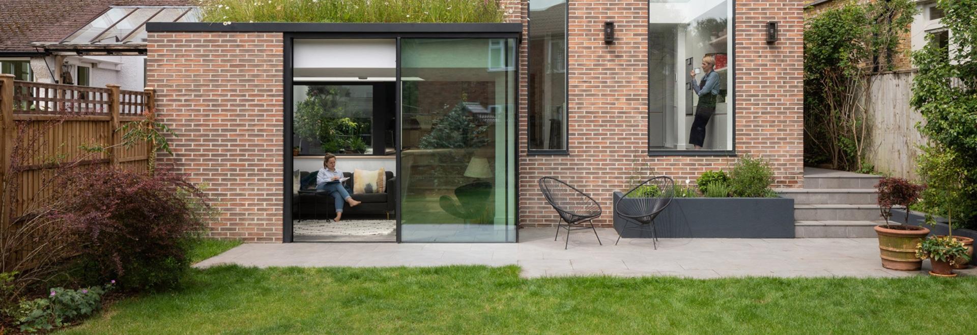 Fraher & Findlay aggiunge un'estensione a fiori selvatici alla casa londinese