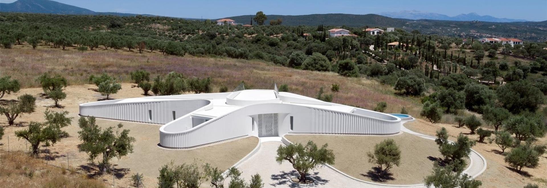 LASSA annida la sua casa KHI e lo spazio d'arte tra gli ulivi della Grecia