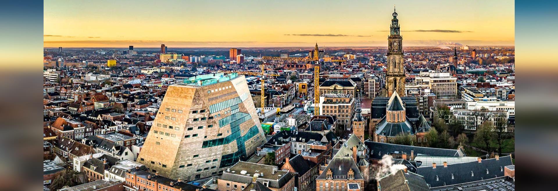 NL Architects completa il forum con facciate sfaccettate a Groningen