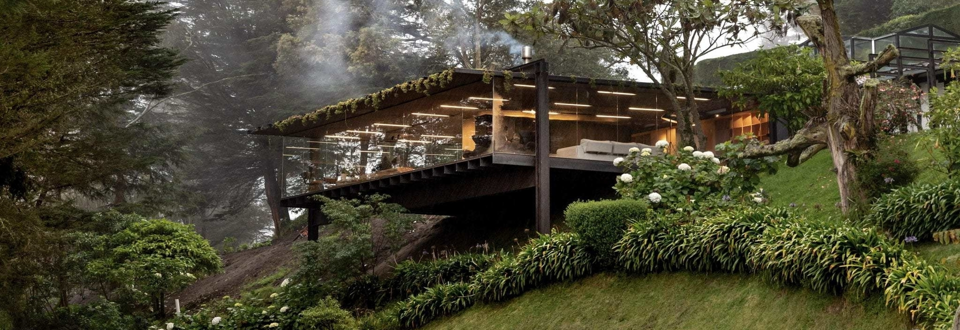 Rama Estudio crea un'aggiunta elevata per Casa Mirador in Ecuador