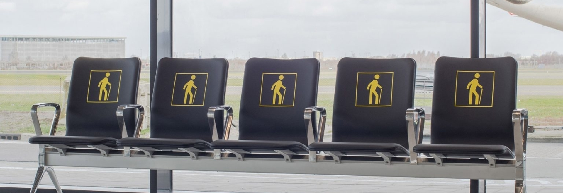 """Richard Hutten fonde le vecchie sedie dell'aeroporto per un nuovo sistema di sedute """"radicale"""""""