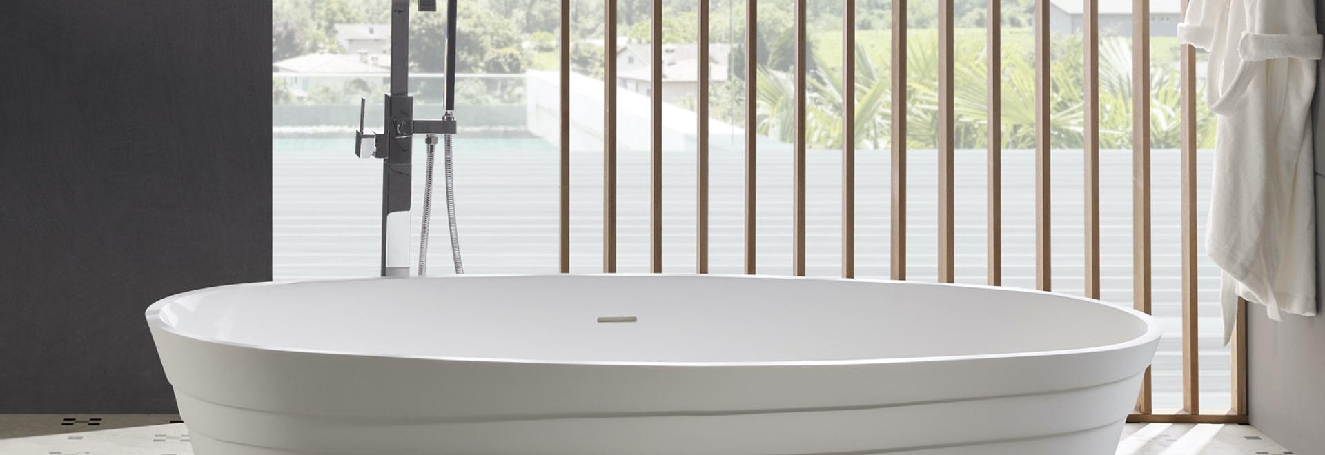 Vasca da bagno autoportante chic a superficie solida