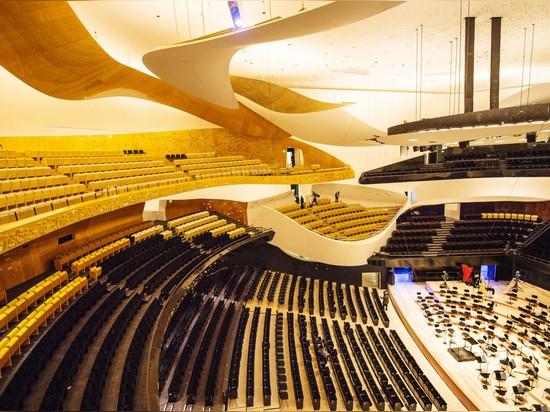 """Jean Nouvel intraprende l'azione legale per distanziarsi da Philharmonie """"non finito"""" de Parigi"""