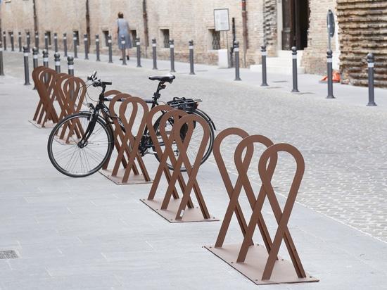 Scaffale della bici di Fluxus