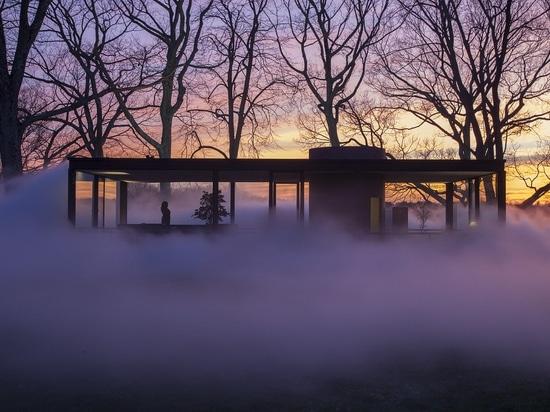 La serra di Fujiko Nakaya Shrouds Philip Johnson dell'artista in nebbia. © Richard Barnes