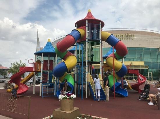 Campo da giuoco all'aperto del centro commerciale