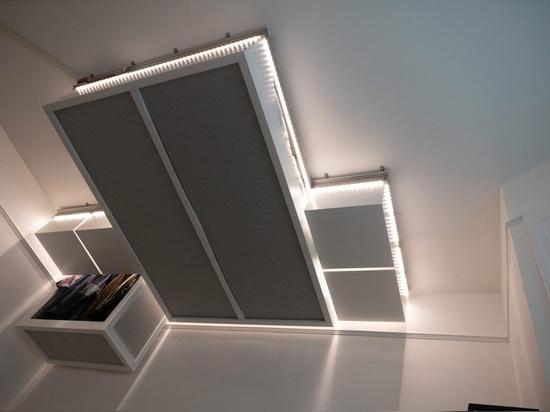 la mobilia robot AI controllata del soffitto crea lo spazio extra per le case minuscole