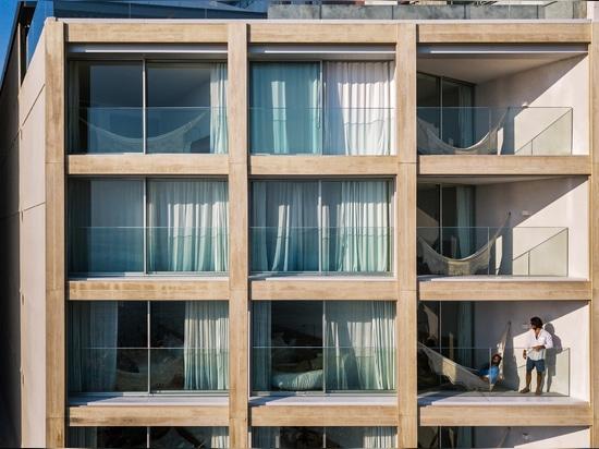 Bernardes Arquitetura rinnova l'hotel sulla spiaggia Arpoador di Rio