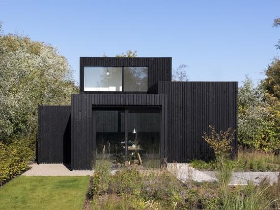 Architetti casa delle vacanze/i29 + Chris Collaris interni minuscoli