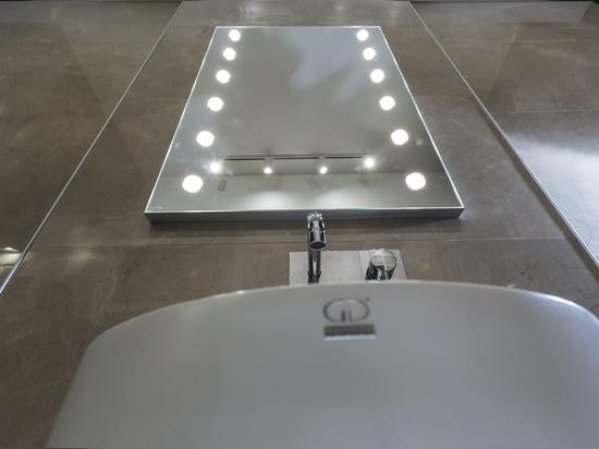 Unica specchio con luci bagno Linea MDE