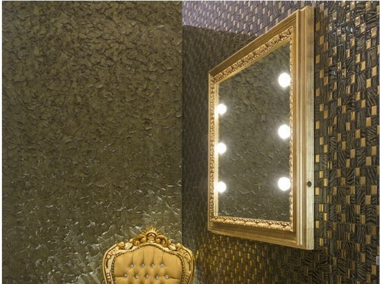 Specchio con cornice in legno illuminato Unica