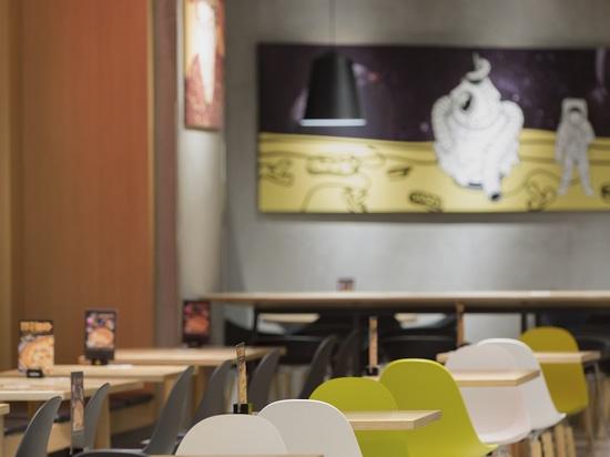 Progetto Ristorante Pizza La Cesar Pizza. prodezza. TA Yi Sedia con braccioli di TOOU.
