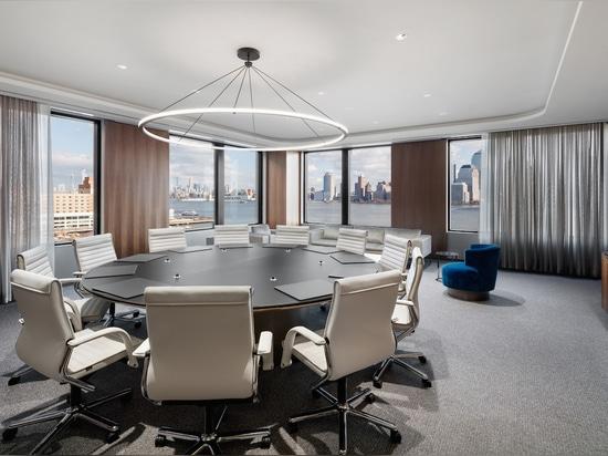 Design senza tempo e comfort superiore: fino ad oggi, la classica sedia Wilkhahn per compiti direzionali FS di Wilkhahn è uno spettacolo impressionante negli uffici contemporanei. Foto: Colin Miller