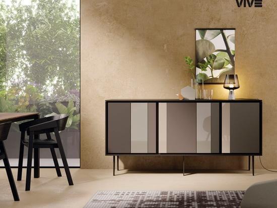 Un elegante contrasto di riflessi, dona un senso di sofisticato lusso al soggiorno.