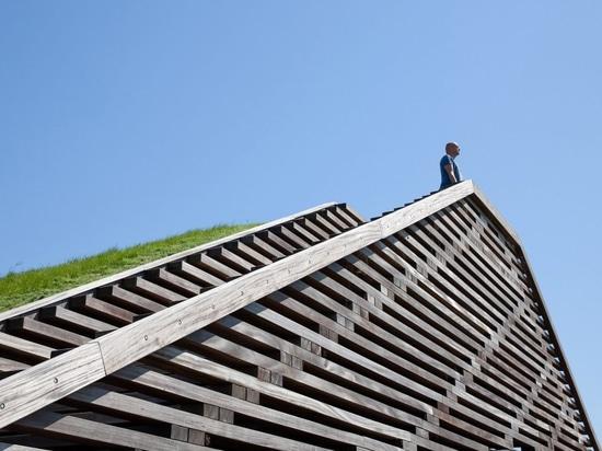 Vector-I Architects installa due punti di vista sulla diga olandese per evidenziare l'innalzamento del livello del mare