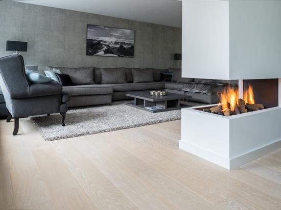 Dennebos ha costruito il pavimento della quercia nel rivestimento W.08.