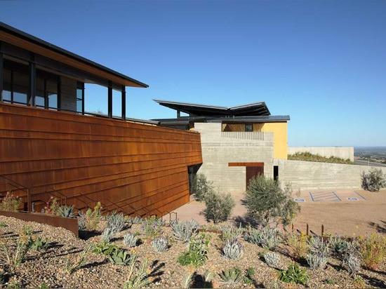 Gli architetti della BARRA progettano la cantina di legge nella California