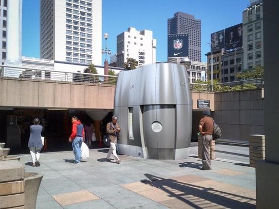 I servizi igienici pubblici ad alta tecnologia proposti per San Francisco possono riciclare l'acqua piovana per il riutilizzo