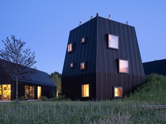 """mecanoo fa riferimento al layout delle fattorie olandesi per """"villa vught"""" nei Paesi Bassi"""