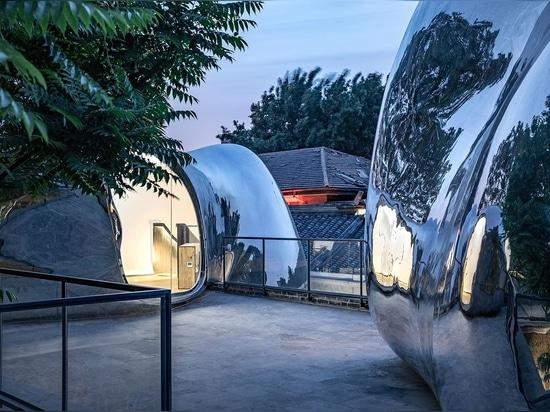 Gli architetti MAD rivitalizzano il tessuto dell'edificio storico di Pechino con il Futuristic Elan