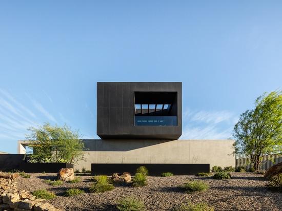 Cayambe: una casa unifamiliare minima nel deserto di Las Vegas