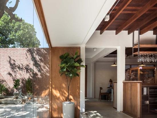 PHTAA Living Design Converte la vecchia casa di Bangkok in un ristorante mantenendo il sentimento domestico