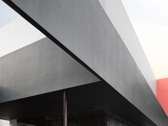 Masanori Designs completa l'interior design dell'edificio di Chengyuan Garment Office Building in Cina