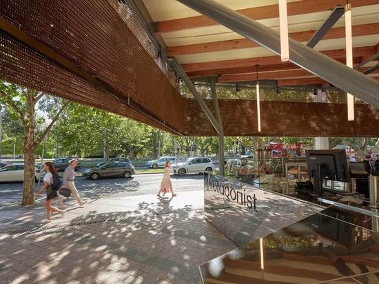 Caffè del New Arts Centre rivestito in tenda di bronzo